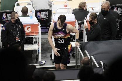 Dario Saric se lesiona la rodilla y deja tocada la rotación de los Suns
