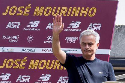Mourinho pide tiempo y envía dos dardos