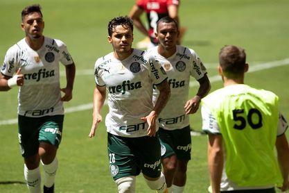 El Palmeiras agrava la crisis del Gremio y asume el liderato en Brasil