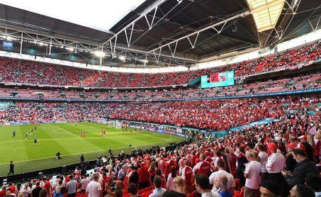 La UEFA acusa a Inglaterra de apuntar con láseres y encender bengalas