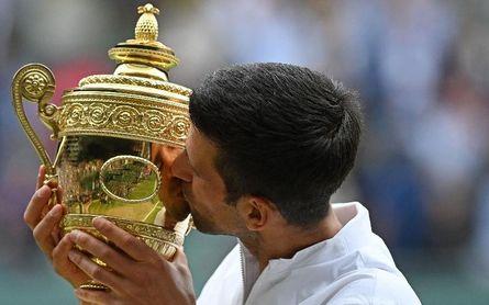 Djokovic alcanza a Federer y Nadal