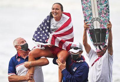 La estadounidense Carissa Moore logra el primer oro olímpico femenino en surf