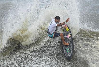 Italo Ferreira, de surfear con tapas de porexpán a ganar el oro olímpico
