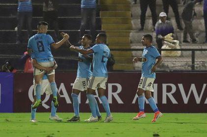 2-1. Con un doblete, Percy Liza le da la Copa Bicentenario a Sporting Cristal