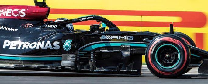 Bottas, por delante de Hamilton y Max en el calor húngaro