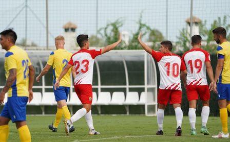 1-2. El Cádiz CF pierde ante el Almería su cuarto partido seguido de la pretemporada