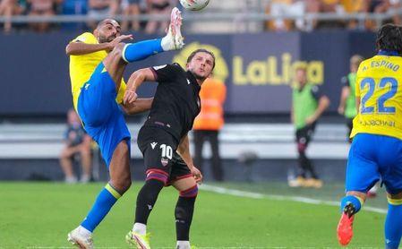 1-1. El Cádiz CF salva un punto sobre la hora ante la UD Levante