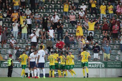 El Tottenham se estrella en Portugal en el debut de Bryan Gil