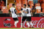 3-0. Un Valencia solvente no da opción al Alavés