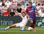 2-1. Los goles de Roberto y Memphis dan ventaja al Barcelona al descanso