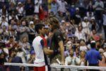 Alcaraz, con su victoria sobre Tsitsipas, derrota por primera vez a un Top-10