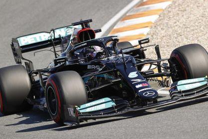 Hamilton: Lo di absolutamente todo, pero Max (Verstappen) mereció la 'pole'