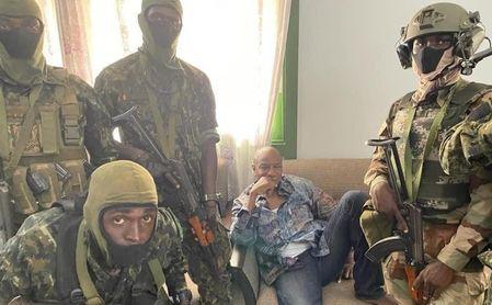 Preocupación en el Sevilla: golpe de estado y cierre de fronteras en Guinea Conakry, con En-Nesyri, Bono y Munir allí