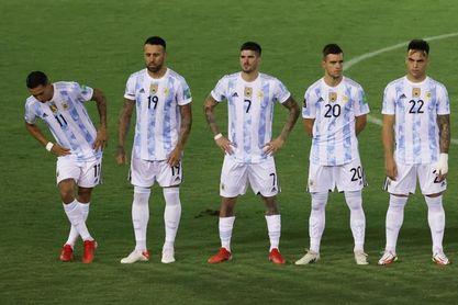 Regulador sanitario brasileño pide deportación de cuatro futbolistas de Argentina