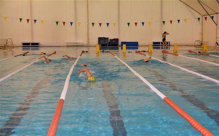 Inscripciones abiertas para los cursos de natación del CDU Los Bermejales.
