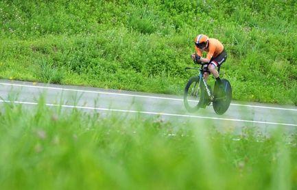 Dumoulin, atropellado por un coche mientras se entrenaba, se despide de 2021