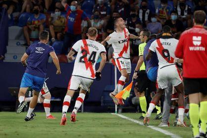 1-1. Guardiola marca en su debut e impide al Levante sumar su primer triunfo