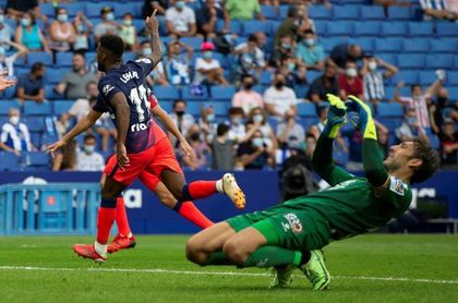 1-2. El Atlético presume de pegada y remonta sobre la bocina