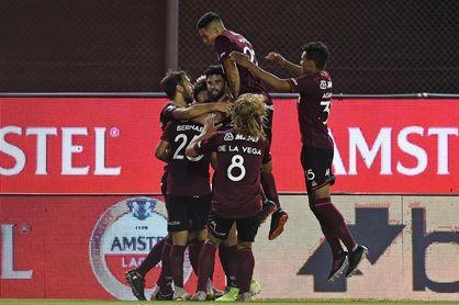 Lanús le gana a Independiente y lidera en soledad el fútbol en Argentina, a la espera de Talleres