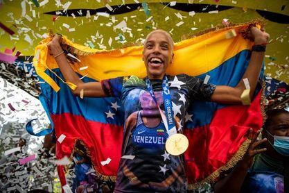 Yulimar Rojas celebra en Caracas su oro y plusmarca olímpica