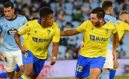 1-2: El Cádiz se estrena, toma aire y mete al Celta en problemas
