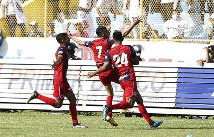 El FAS golea al Metapán y sigue al acecho del Alianza en la cima del fútbol en El Salvador