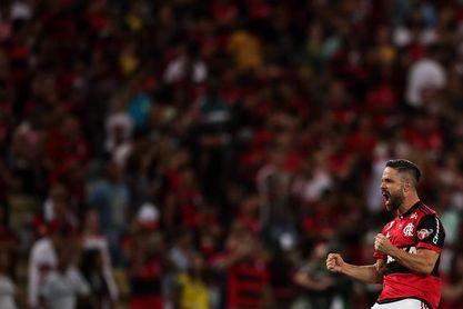 Sin Arrascaeta y Filipe Luís, Flamengo empieza la pelea por pase a la final