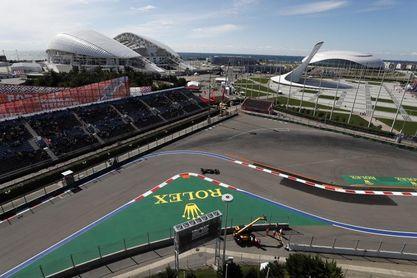 Mercedes manda y Verstappen apuesta por un cambio de motor