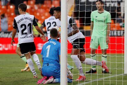 1-1: El Valencia rescata un punto con diez en la prolongación