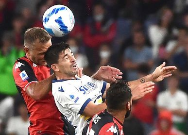 Gio Simeone marca y provoca un penalti en el 3-3 del Verona en Génova