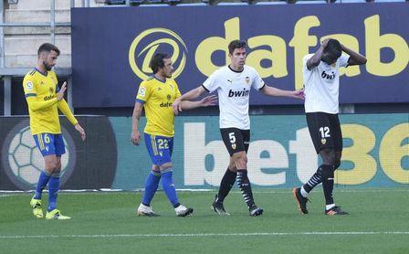 Cuatro victorias del Cádiz y cinco del Valencia en doce partidos en Carranza.