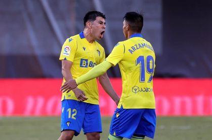 Cuatro victorias del Cádiz y cinco del Valencia en doce partidos en Carranza