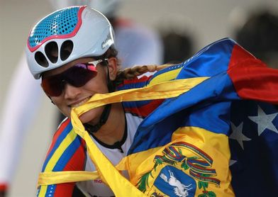 La venezolana Chacón gana la etapa y es primera líder de la Vuelta a Colombia