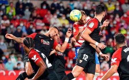 Granada 1-0 Sevilla FC: El liderato se esfuma por la cuesta del Darro
