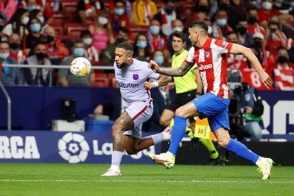 La tibieza defensiva condena al Barça, al que no salva ni Memphis