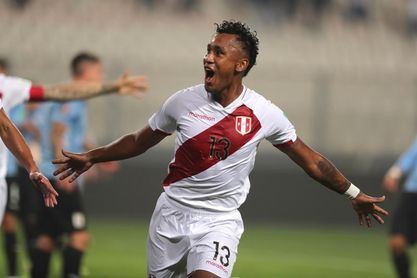 Renato Tapia se ve bien para jugar contra Chile, pese a la sobrecarga muscular