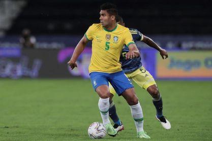 Douglas Luiz es convocado por Tite en sustitución de Casemiro