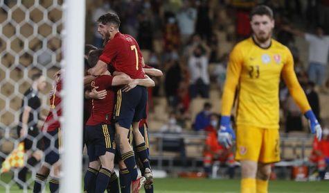 3-2. España sufre pero da otro paso hacia la Eurocopa