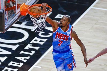 119-115. Durant y Harden debutan con triunfo ante actuales campeones