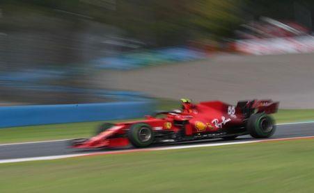 Sainz: A ver si podemos hacer una carrera limpia desde atrás y aprender algo