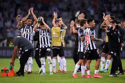 Atlético Mineiro se escapa en Brasil en una jornada de protestas de árbitros