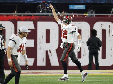 45-17. Brady, con cinco touchdowns, se da un festín con la defensa de los Dolphins