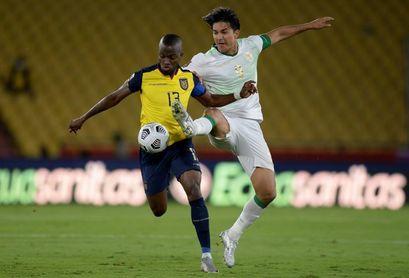 """Enner Valencia dice que Ecuador sigue """"en la pelea"""" por acudir al mundial"""