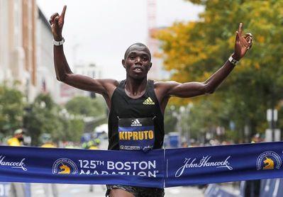 El keniano Benson Kipruto gana la 125 edición del Maratón de Boston