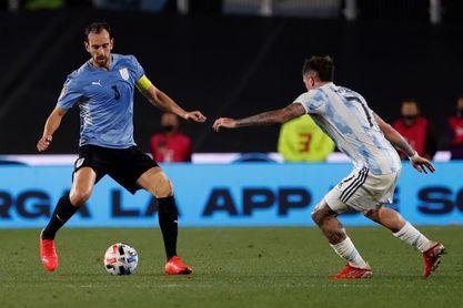 Suárez, Godín, Valverde y Araujo lamentan la goleada sufrida con Argentina