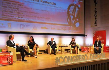 Luis Villarejo (EFE) insta a cuidar las fuentes y a contar buenas historias